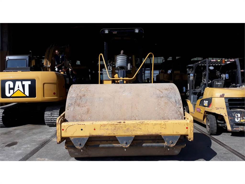 Caterpillar CS-533E, Compactoare monocilindrice, Constructii