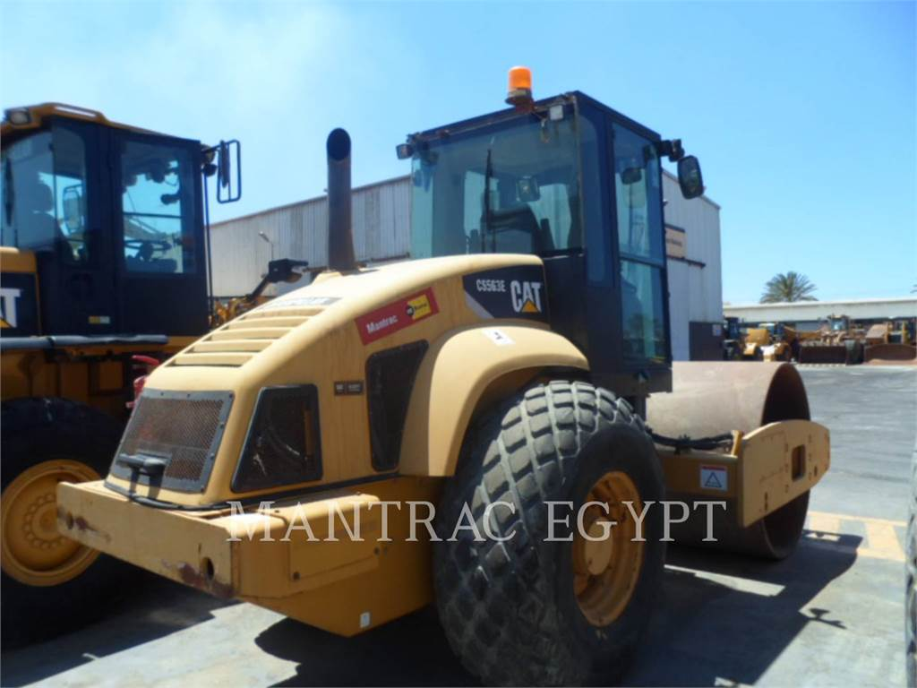 Caterpillar CS-563E、单轮压路机、建筑设备