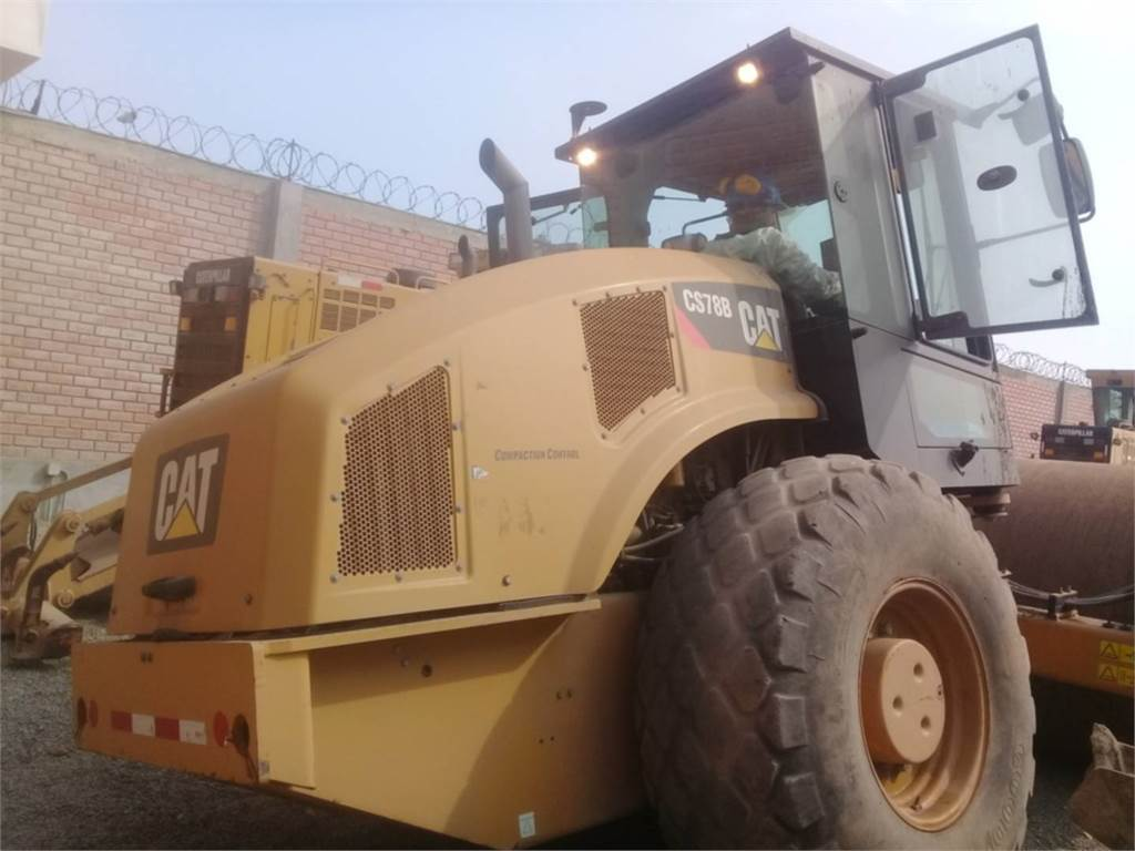 Caterpillar CS 78 B, Single drum rollers, Construction