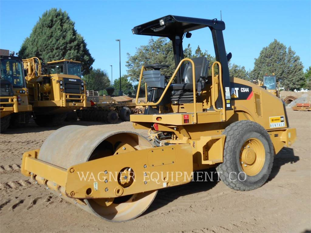 Caterpillar CS44, Single drum rollers, Construction