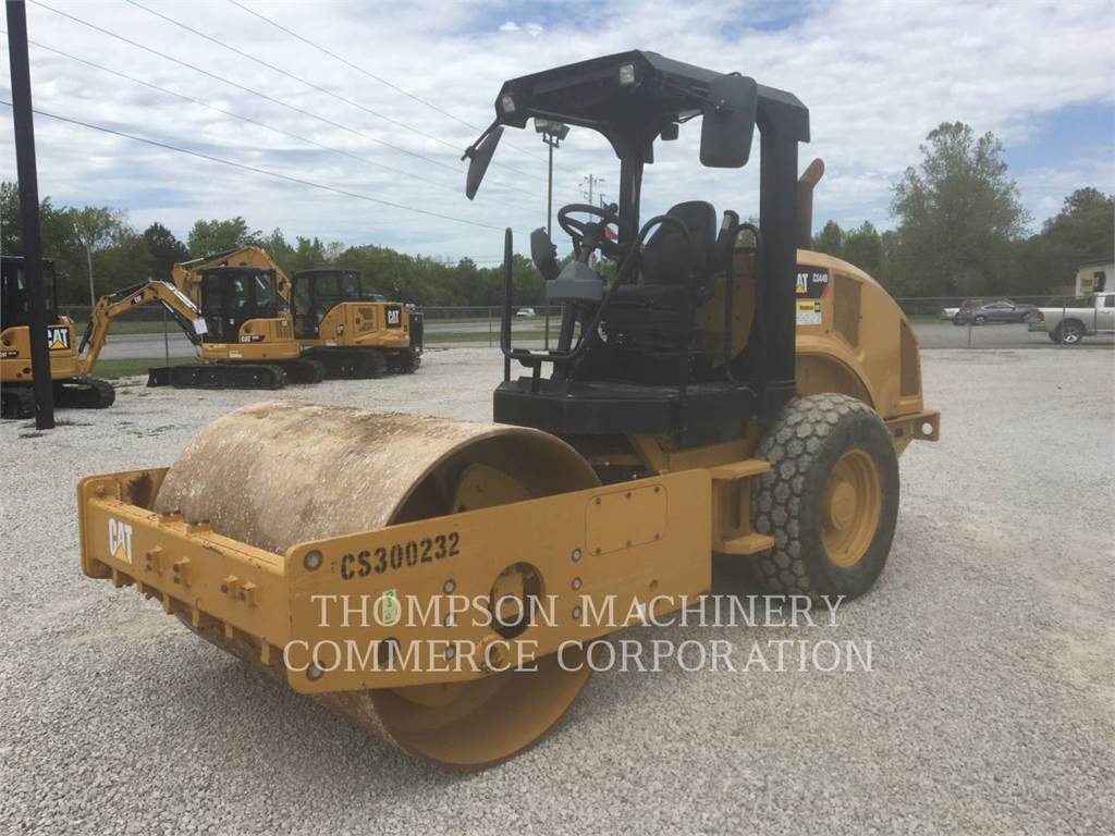 Caterpillar CS44, Asphalt and Tar Sprayers and Sealers, Construction