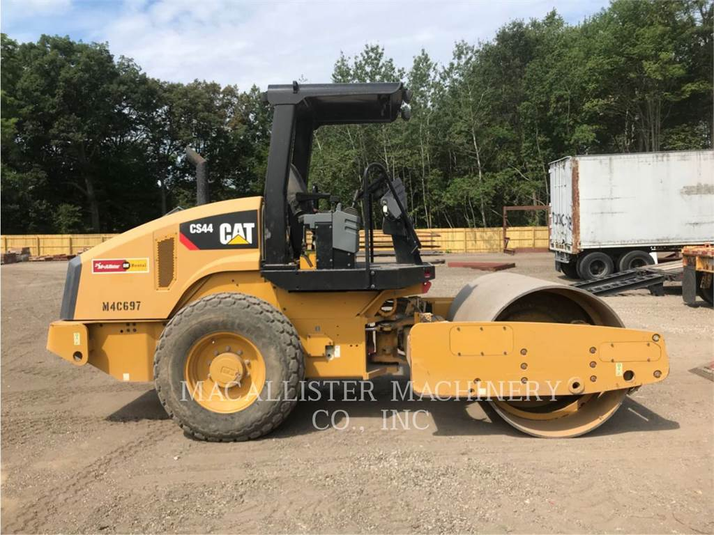 Caterpillar CS44, Trilrolwalsen, Bouw