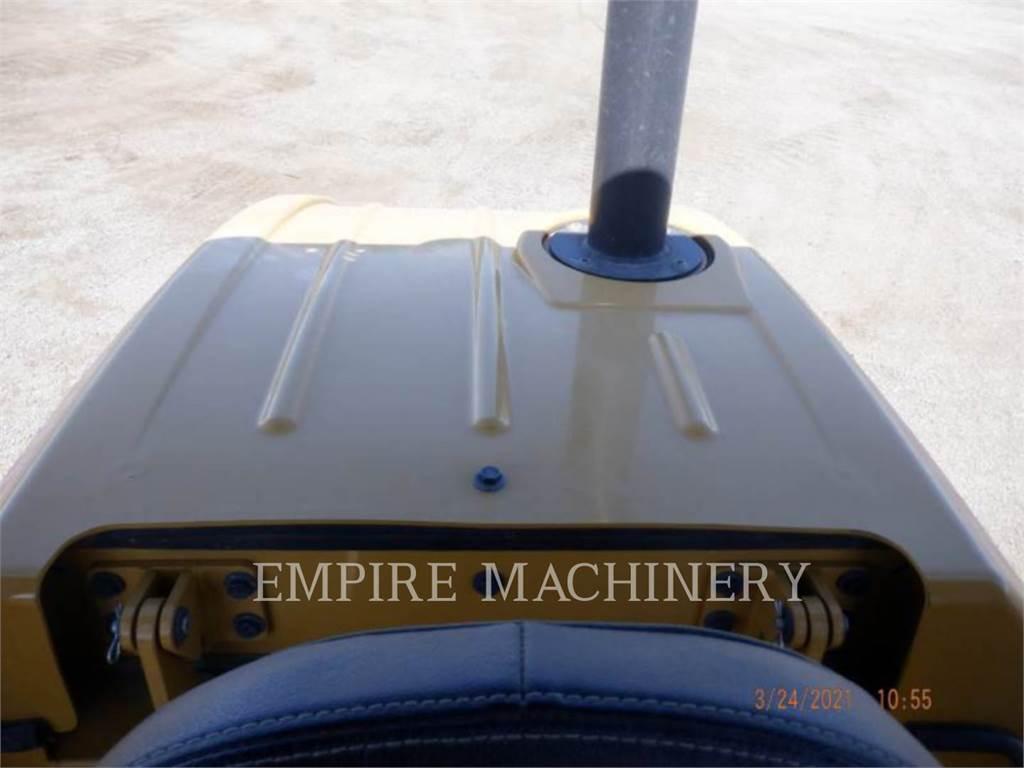 Caterpillar CS44B、单轮压路机、建筑设备