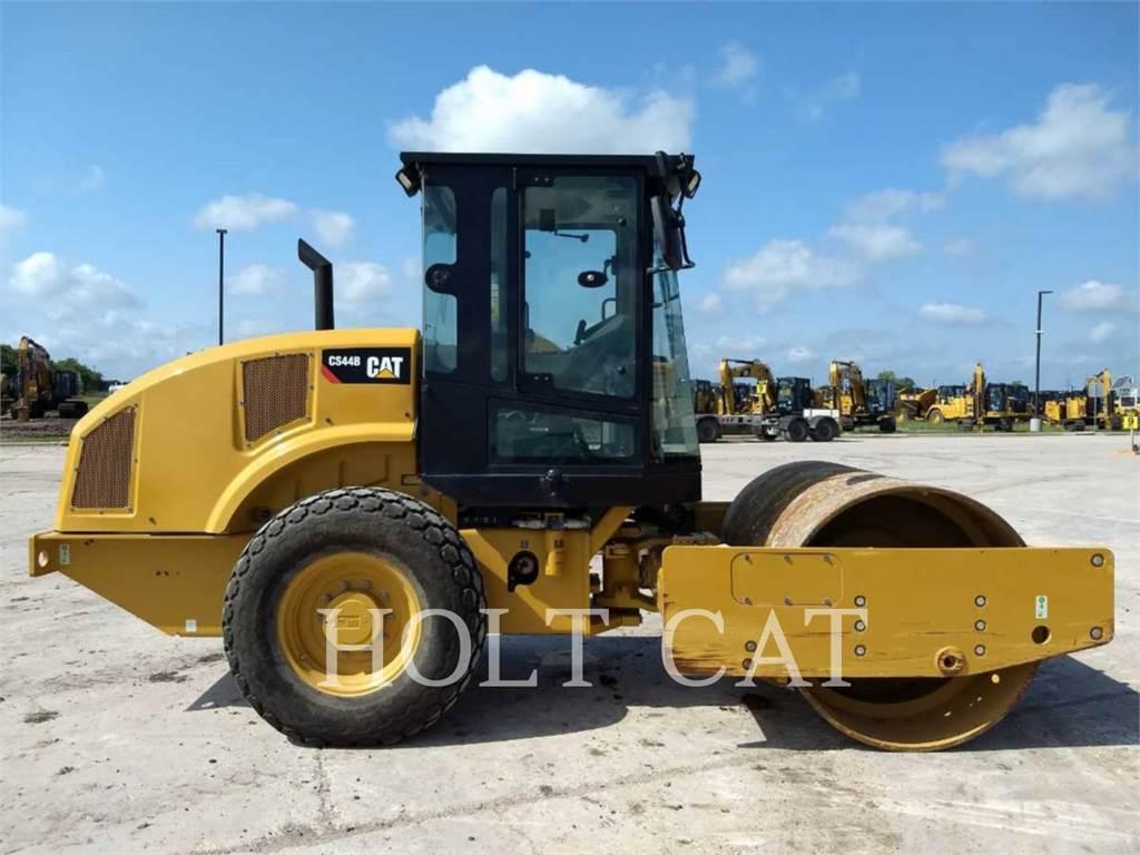 Caterpillar CS44B CAB, Single drum rollers, Construction