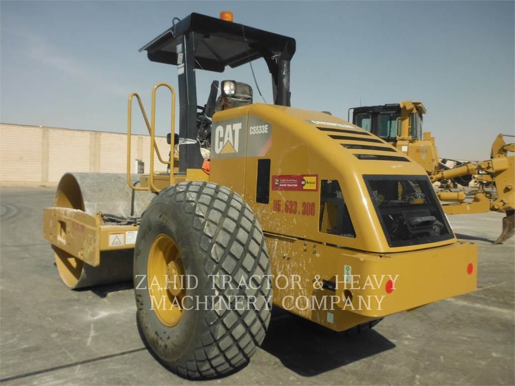 Caterpillar CS533E、单轮压路机、建筑设备