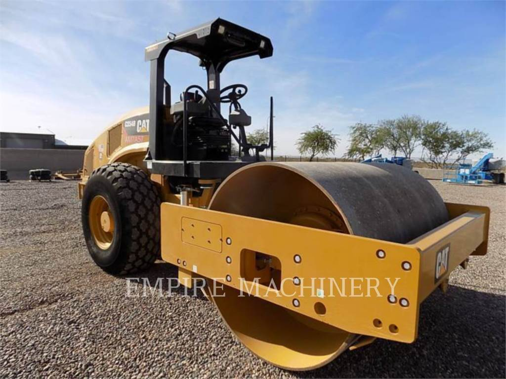 Caterpillar CS54B, Single drum rollers, Construction