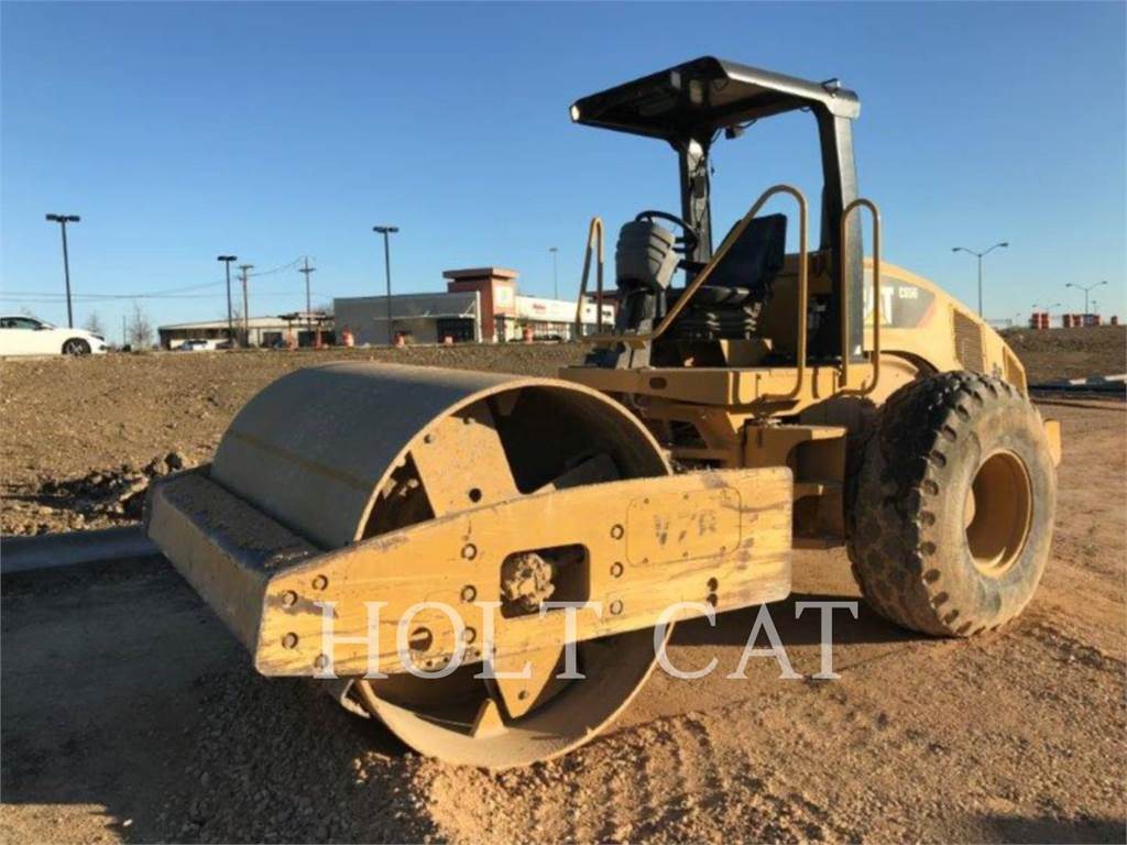 Caterpillar CS56, Trilrolwalsen, Bouw