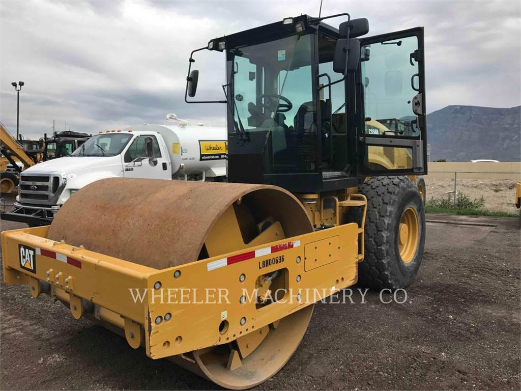 Caterpillar CS56B, combination rollers, Construction