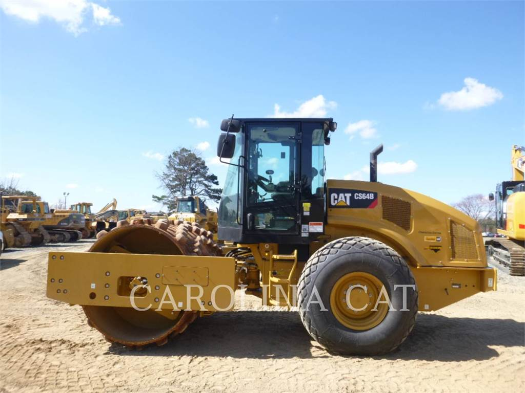 Caterpillar CS64B, Single drum rollers, Construction
