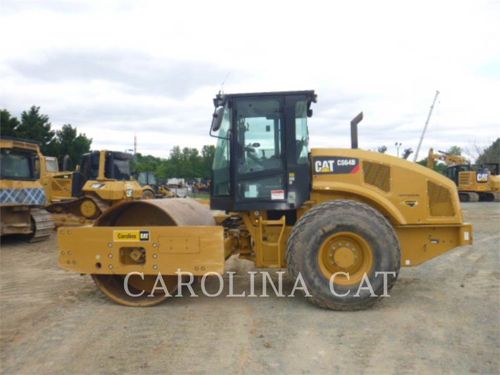 Caterpillar CS64B CBSK, Twin drum rollers, Construction