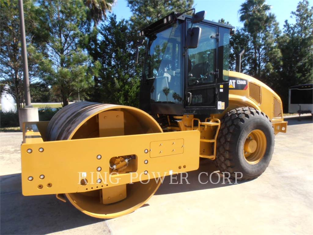 Caterpillar CS66B, Twin drum rollers, Construction