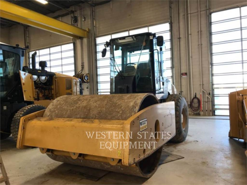 Caterpillar CS74, Single drum rollers, Construction