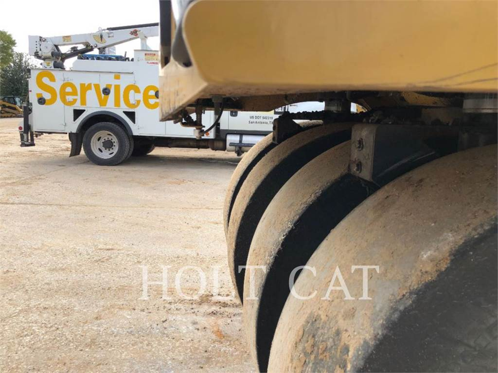 Caterpillar CW34, Single drum rollers, Construction