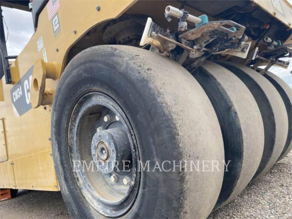 Caterpillar CW34, compactoare pneumatice anvelope, Constructii