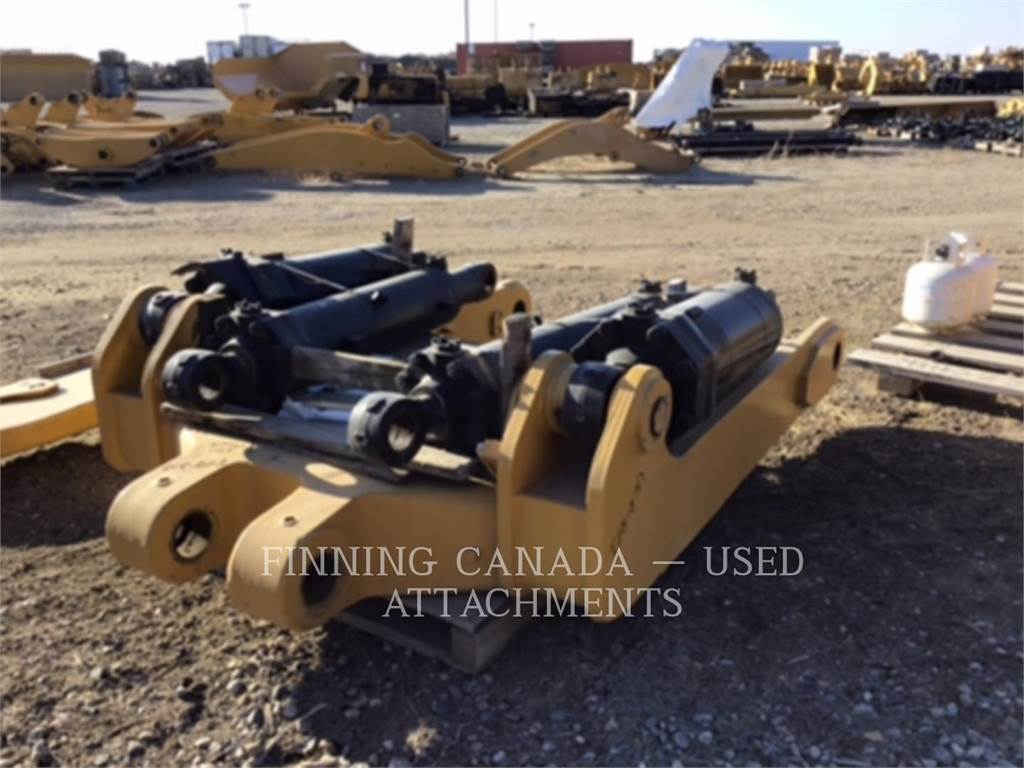 Caterpillar D11T, Rippers, Construction