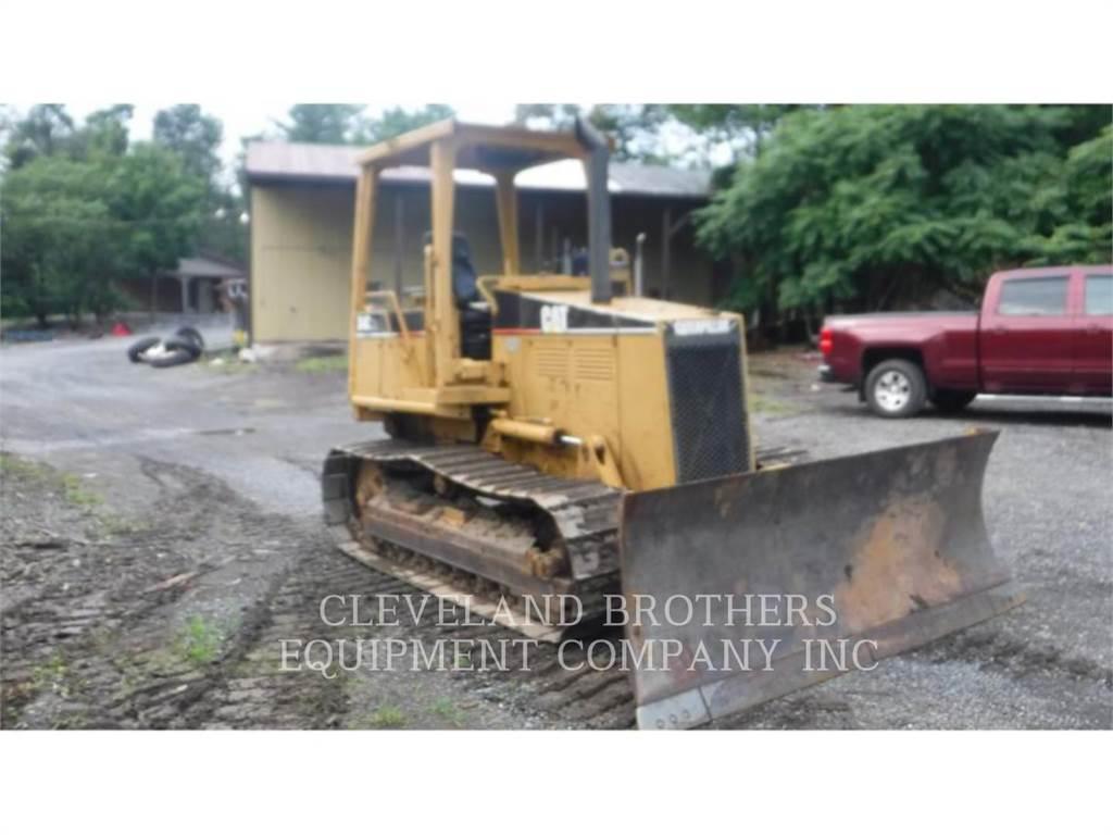 Caterpillar D4C, Bulldozers, Construcción
