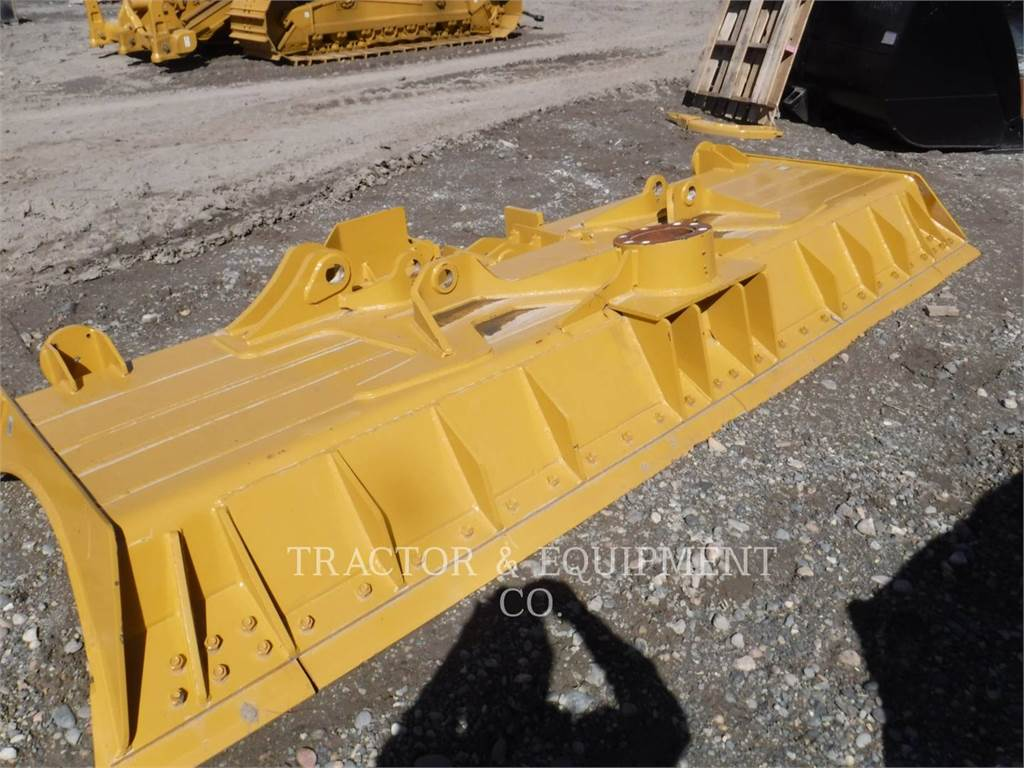 Caterpillar D6TDOZER, blades, Construction