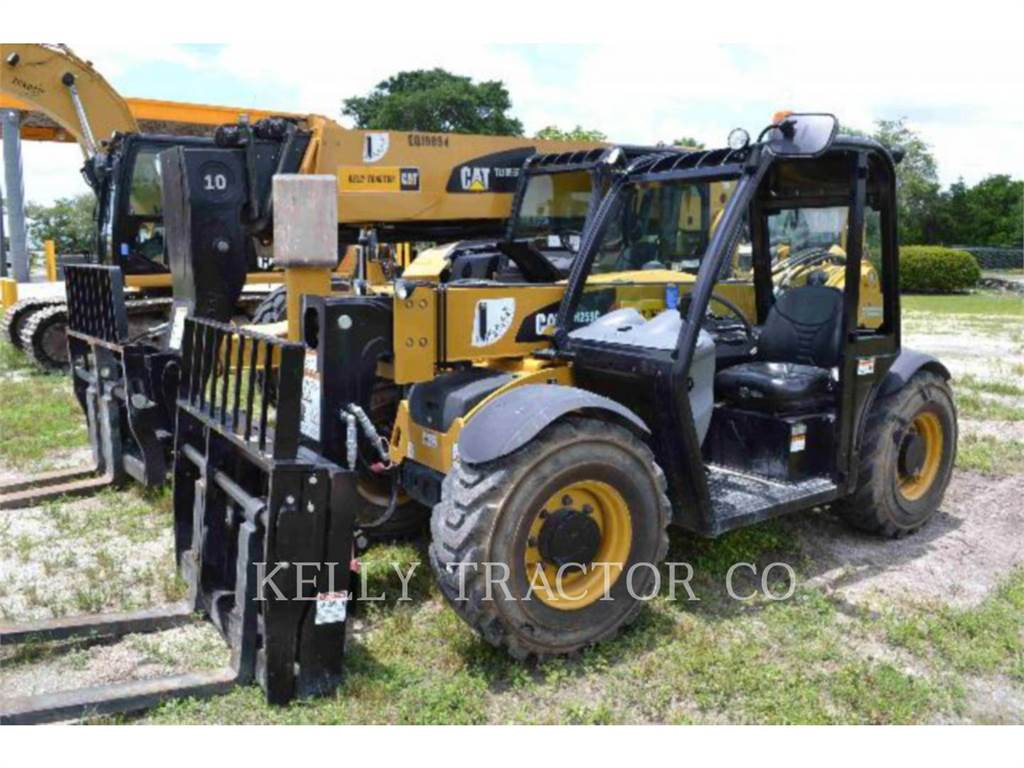 Caterpillar TH255C, manipuladores telescópicos, Construcción