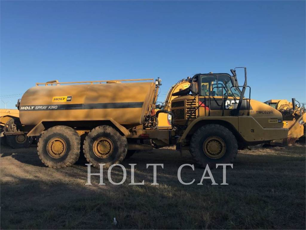 Caterpillar W00 725, Caminhões-cisterna, Transporte