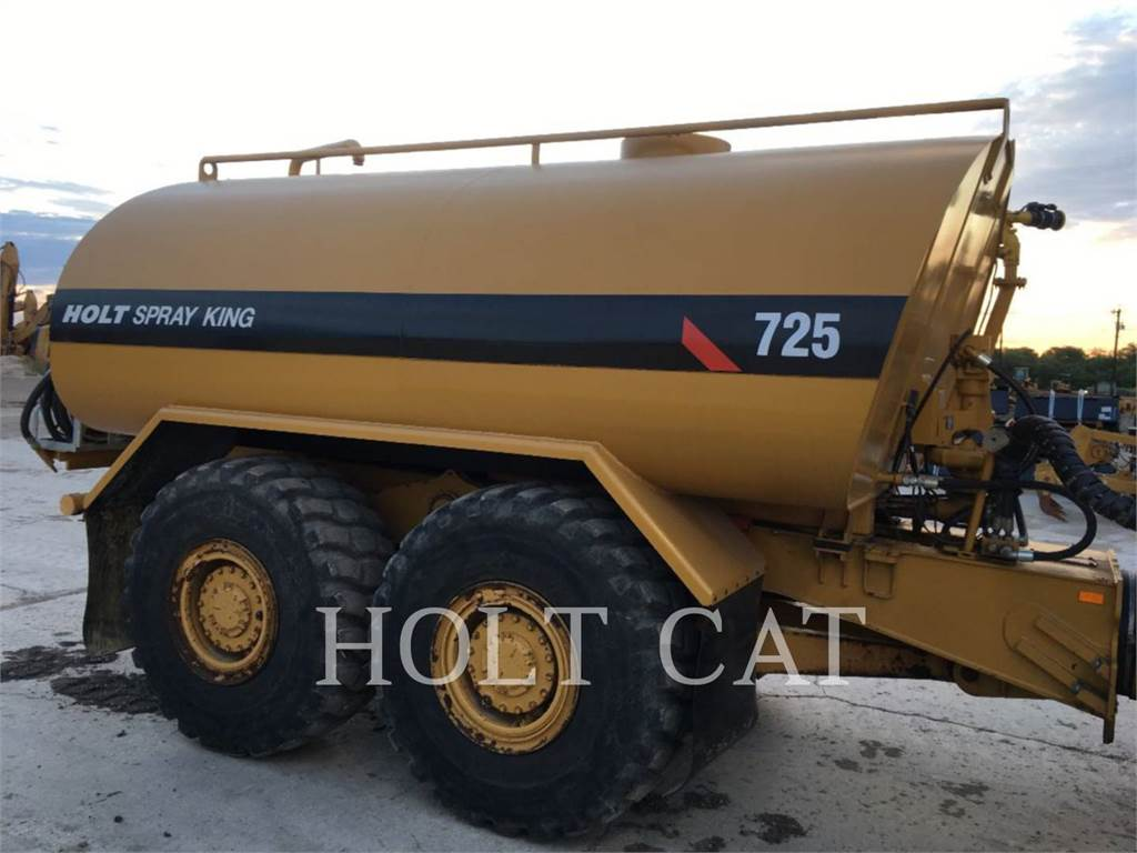 Caterpillar W00 725C, Caminhões-cisterna, Transporte