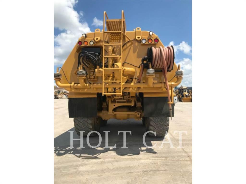Caterpillar W00 740, Caminhões-cisterna, Transporte