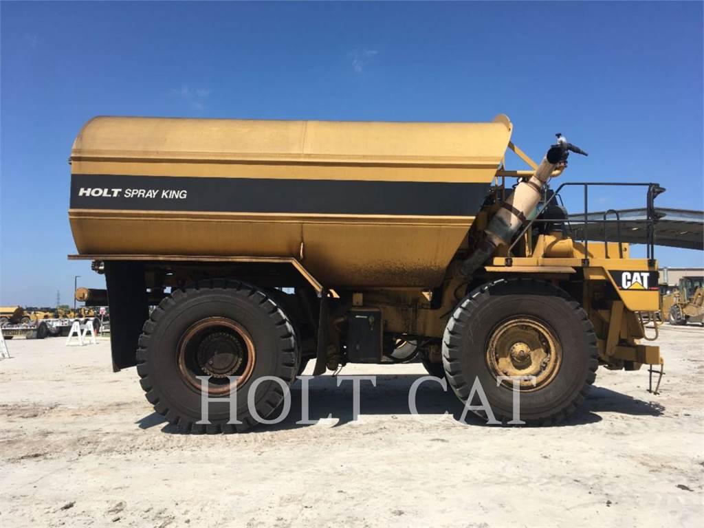 Caterpillar W00 775E, Caminhões-cisterna, Transporte