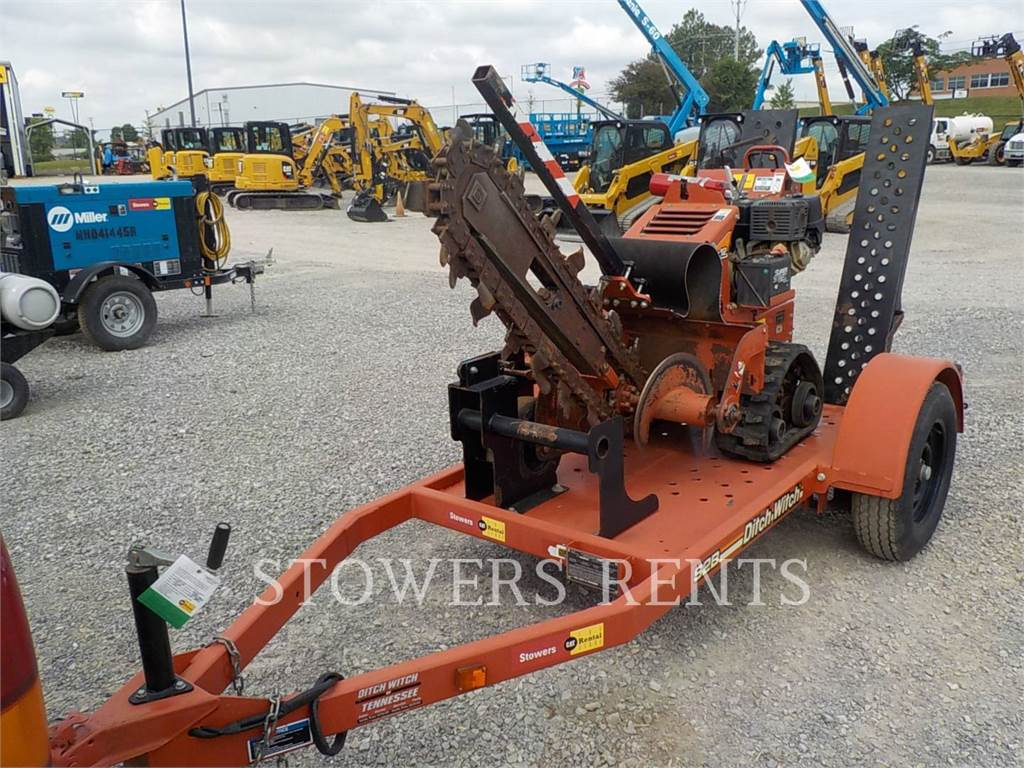 Ditch Witch (CHARLES MACHINE WORKS) RT12, Trenchers, Construction