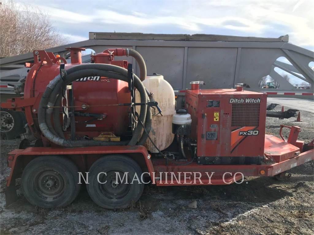 Ditch Witch (CHARLES MACHINE WORKS) FX30, water trucks, Transport