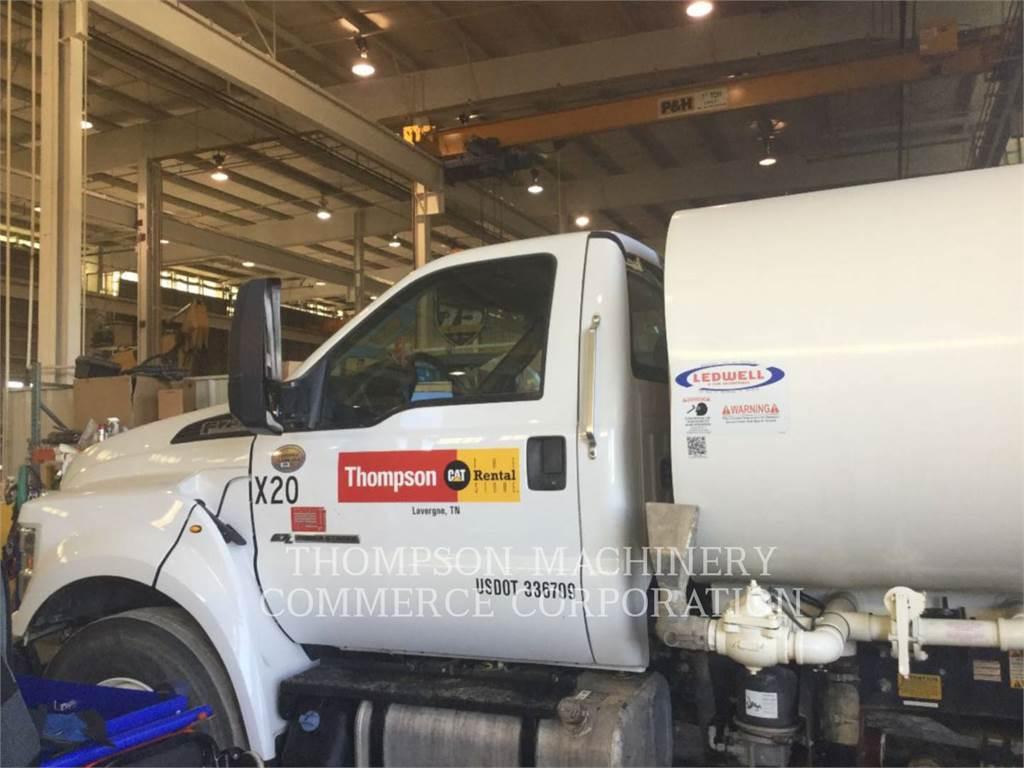 Ford F750, Caminhões-cisterna, Transporte
