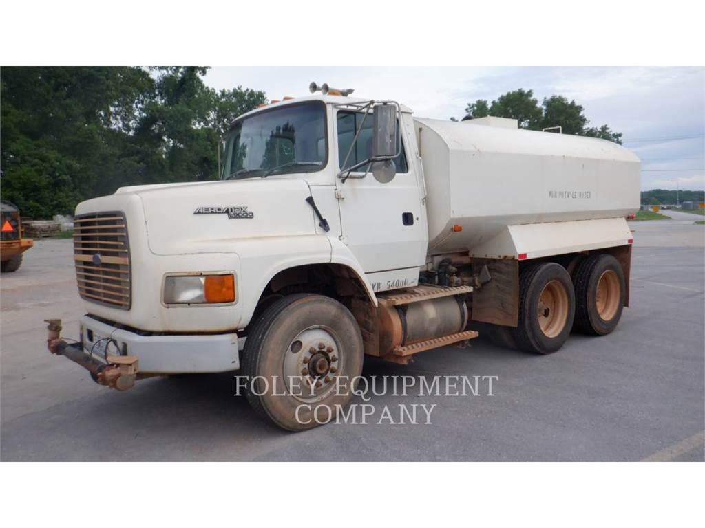 Ford L9000, Caminhões-cisterna, Transporte