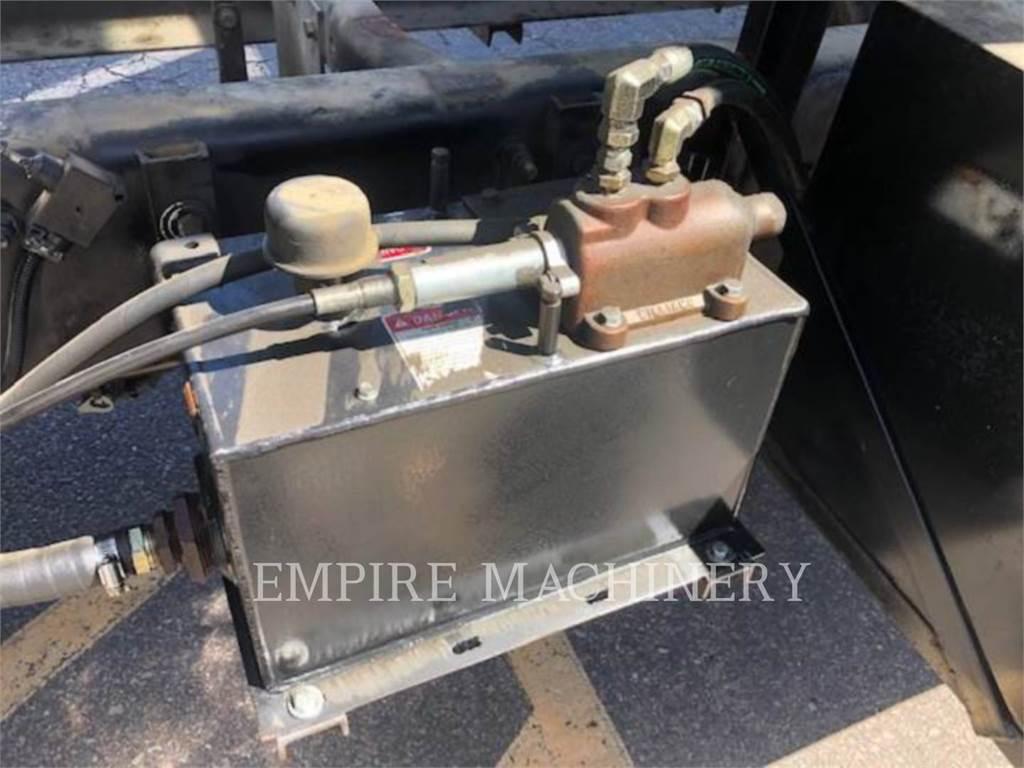 Freightliner DUMP TRK、エンジン、建設