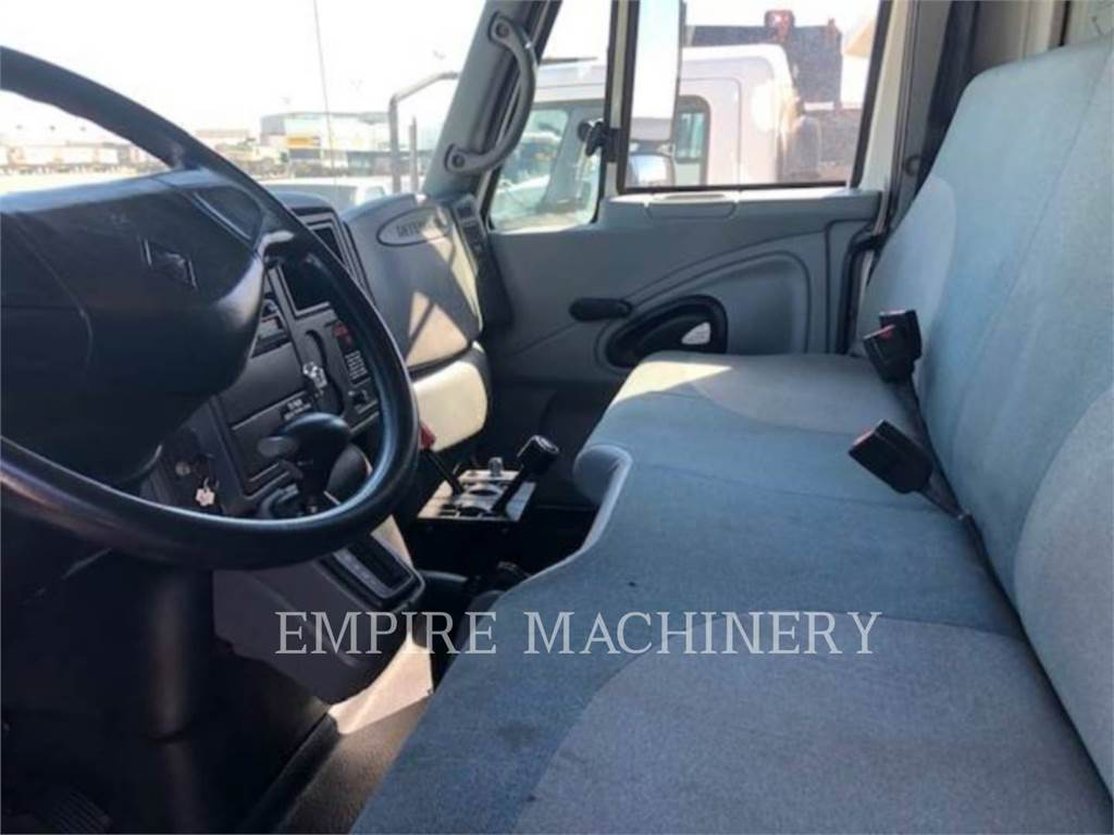 International 4300, Petroleum Engines, Construction