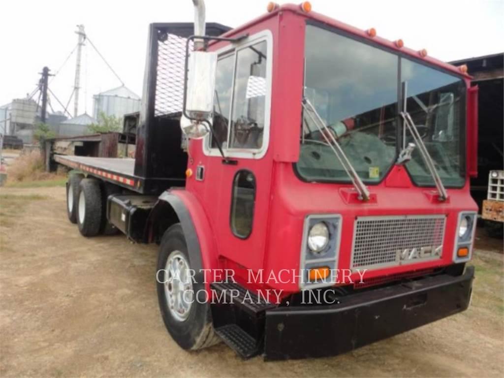 Mack MR6855, trailers, Vervoer