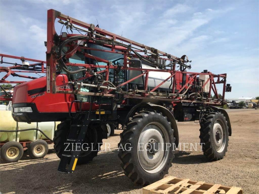 New Holland 4420, sprühvorrichtungen, Landmaschinen