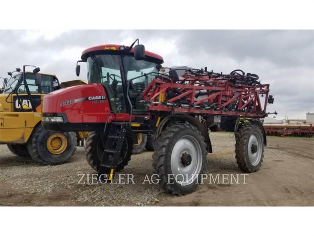 New Holland 4430, sproeier, Landbouwmachines