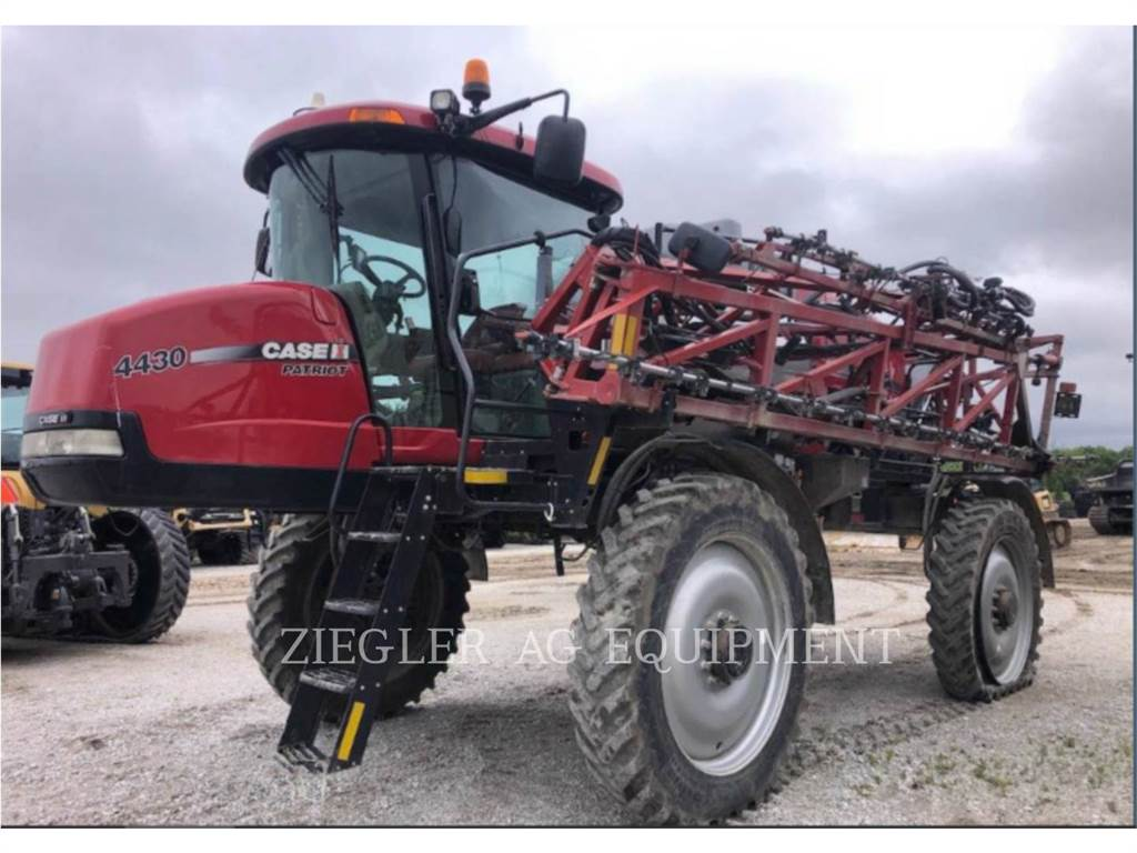 New Holland 4430, Self-propelled sprayers, Agriculture