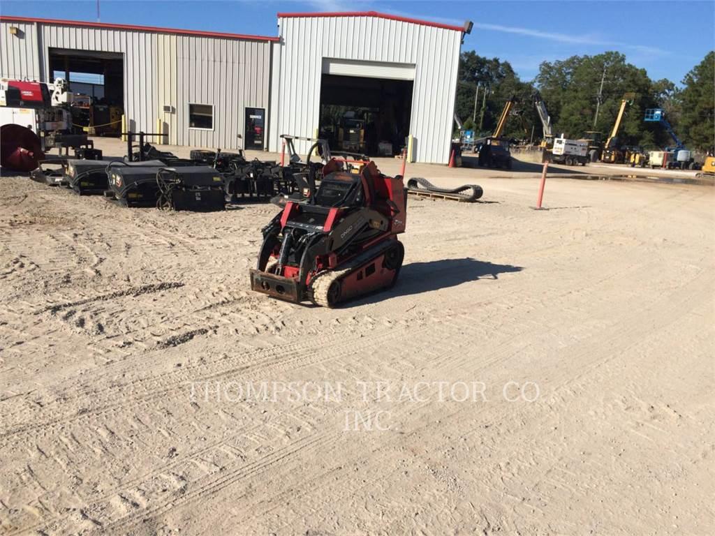 Toro TX1000, Carregadoras de direcção deslizante, Equipamentos Construção