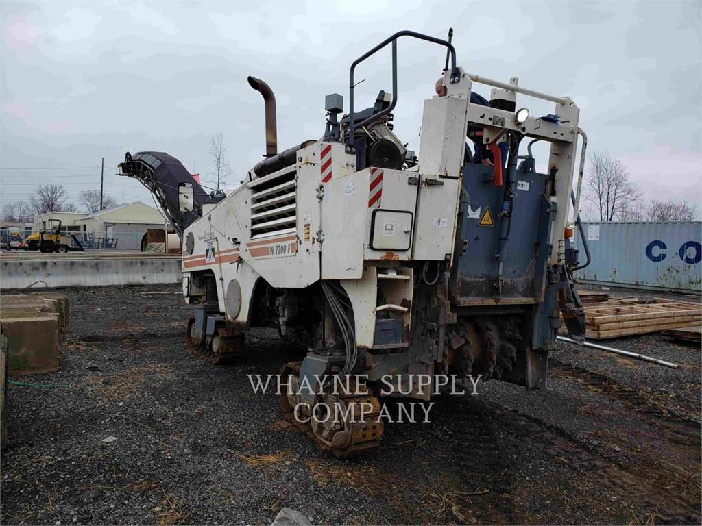 Wirtgen W1200F, Máquinas moledoras de asfalto en frío, Construcción