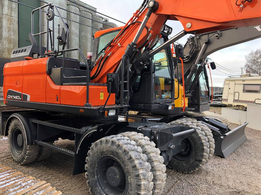 Doosan DX 140 W-5, Grävmaskiner på hjul, Entreprenad