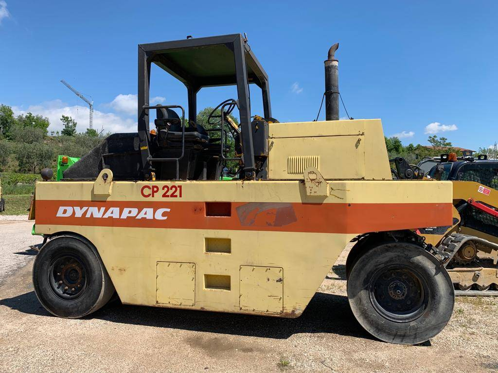 Dynapac CP 221, Pneumatic tired rollers, Construction