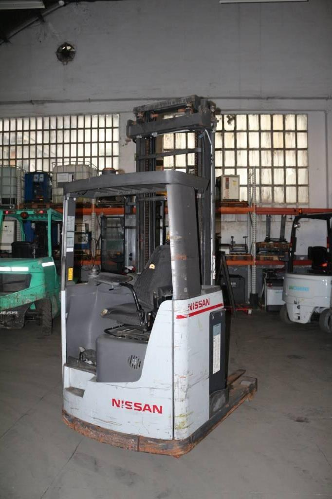 Nissan UNS 160, Carretillas retráctiles, Almacenaje