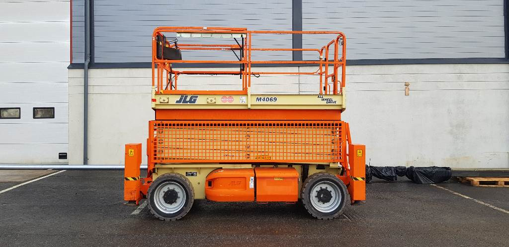 JLG M 4069 LE, Scissor lifts, Construction