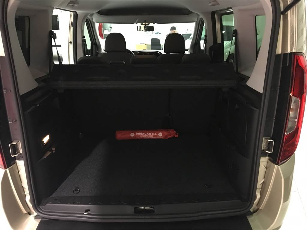 fiat doblo occasion prix 15 600 ann e d 39 immatriculation 2016 utilitaire fiat doblo. Black Bedroom Furniture Sets. Home Design Ideas