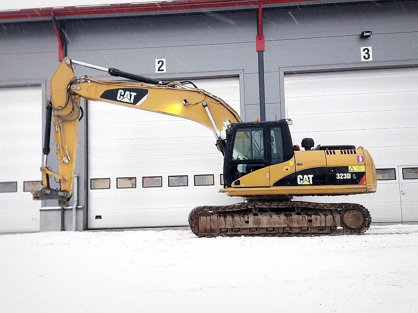 Caterpillar 323 D L, Roomikekskavaatorid, Ehitus