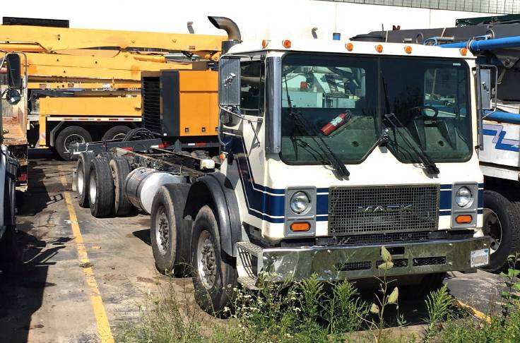 Mack 4 Axle Chassis, Boom Pumps, Construction Equipment