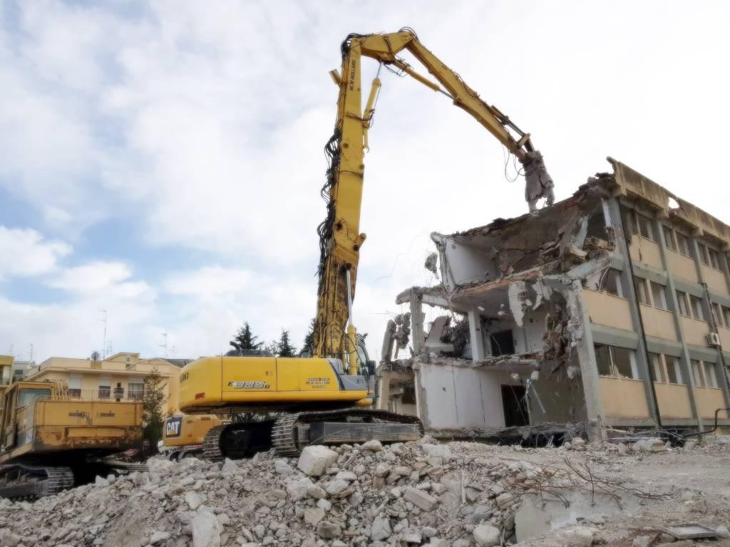 New Holland E 385 B LC DEMOLITION, Crawler Excavators, Construction Equipment