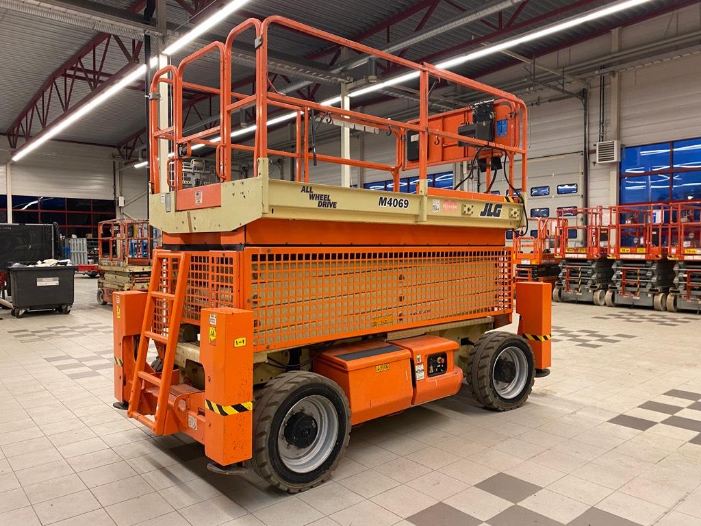 JLG M 4069 Hybridi, Saksilavat, Maarakennus