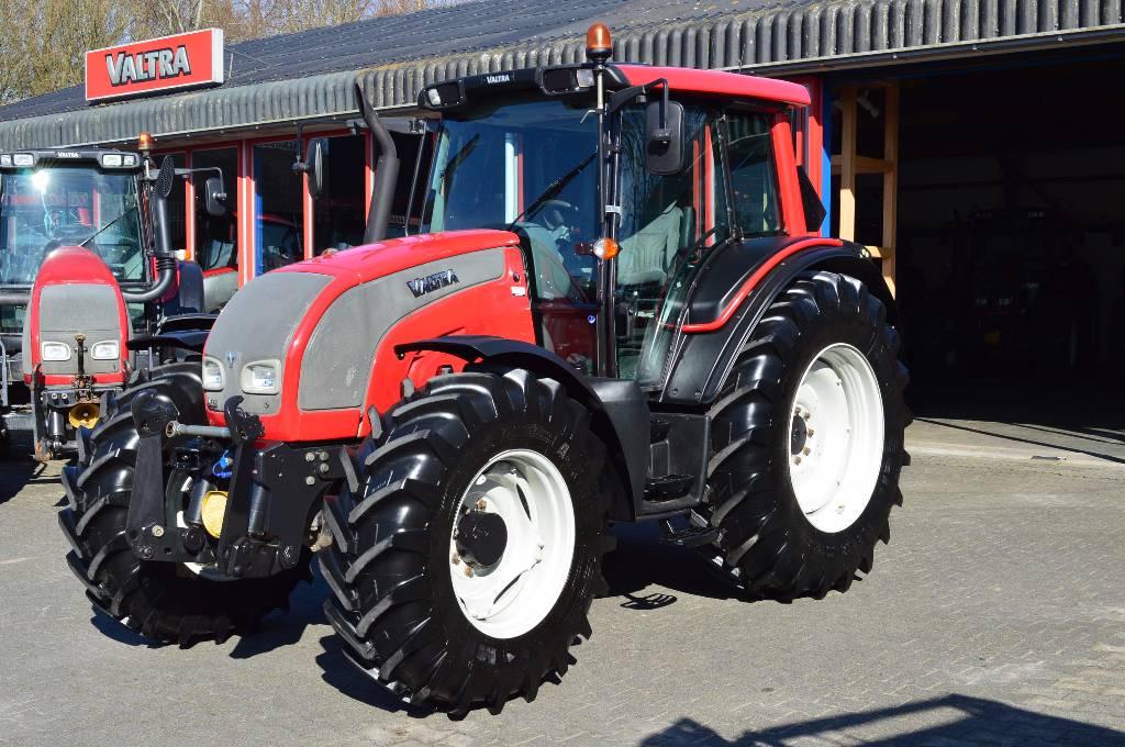 Valtra N121 HiTech, Tractoren, Landbouw