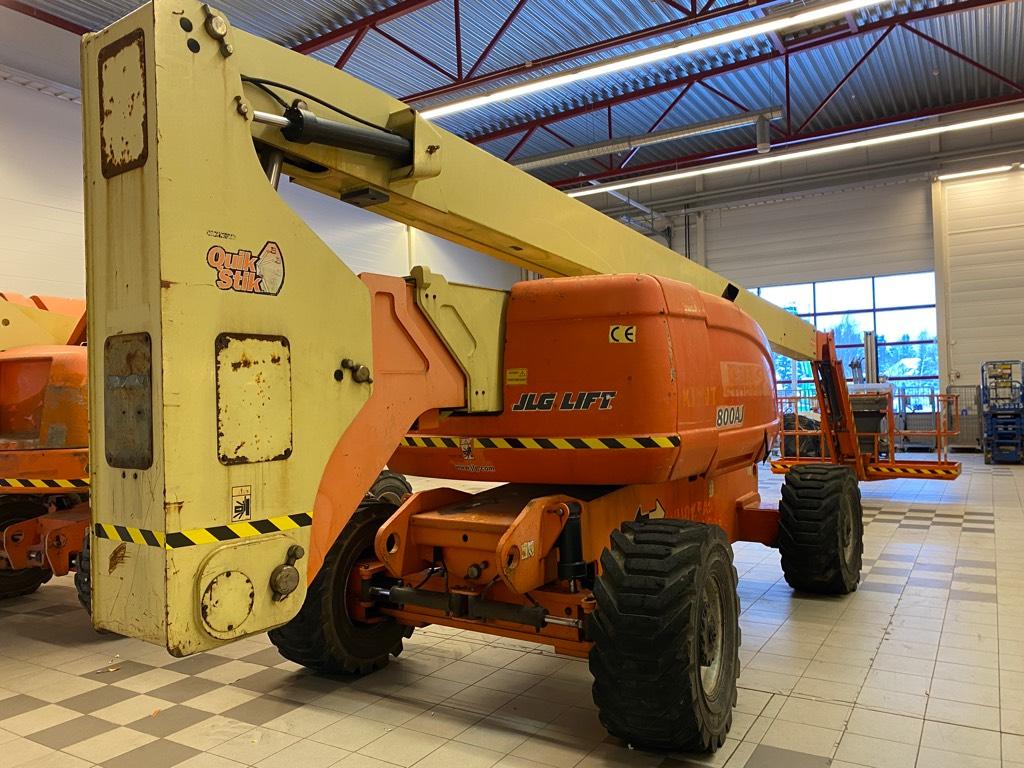 JLG 800 AJ, Kuukulkijat, Maarakennus