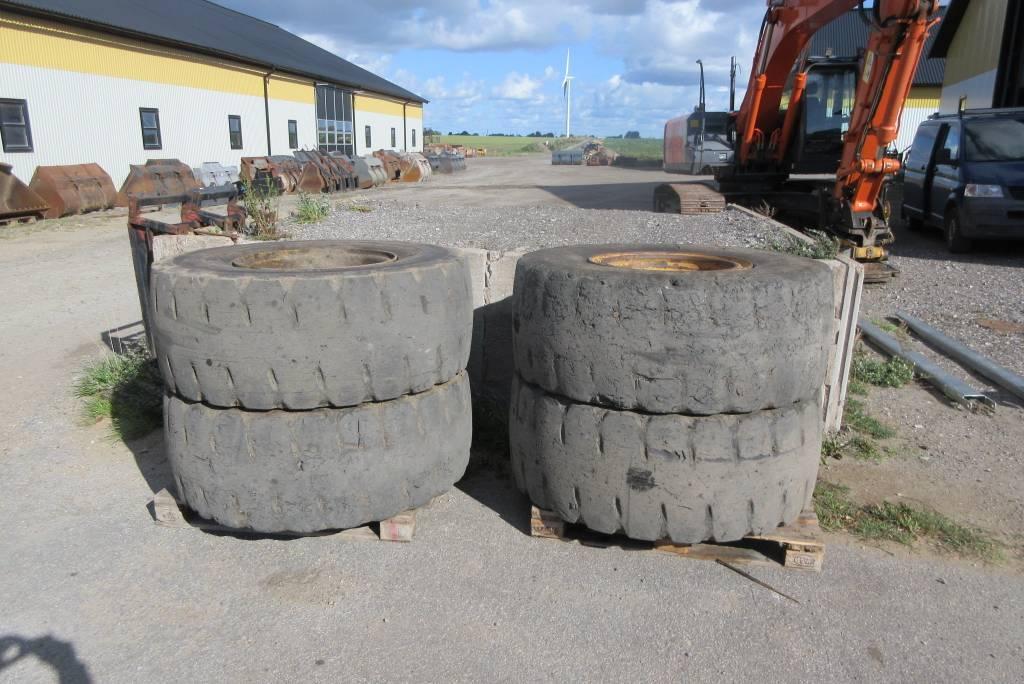 [Other] 4 st massiva däck m fälg till Volvo L60F, Däck, Entreprenad